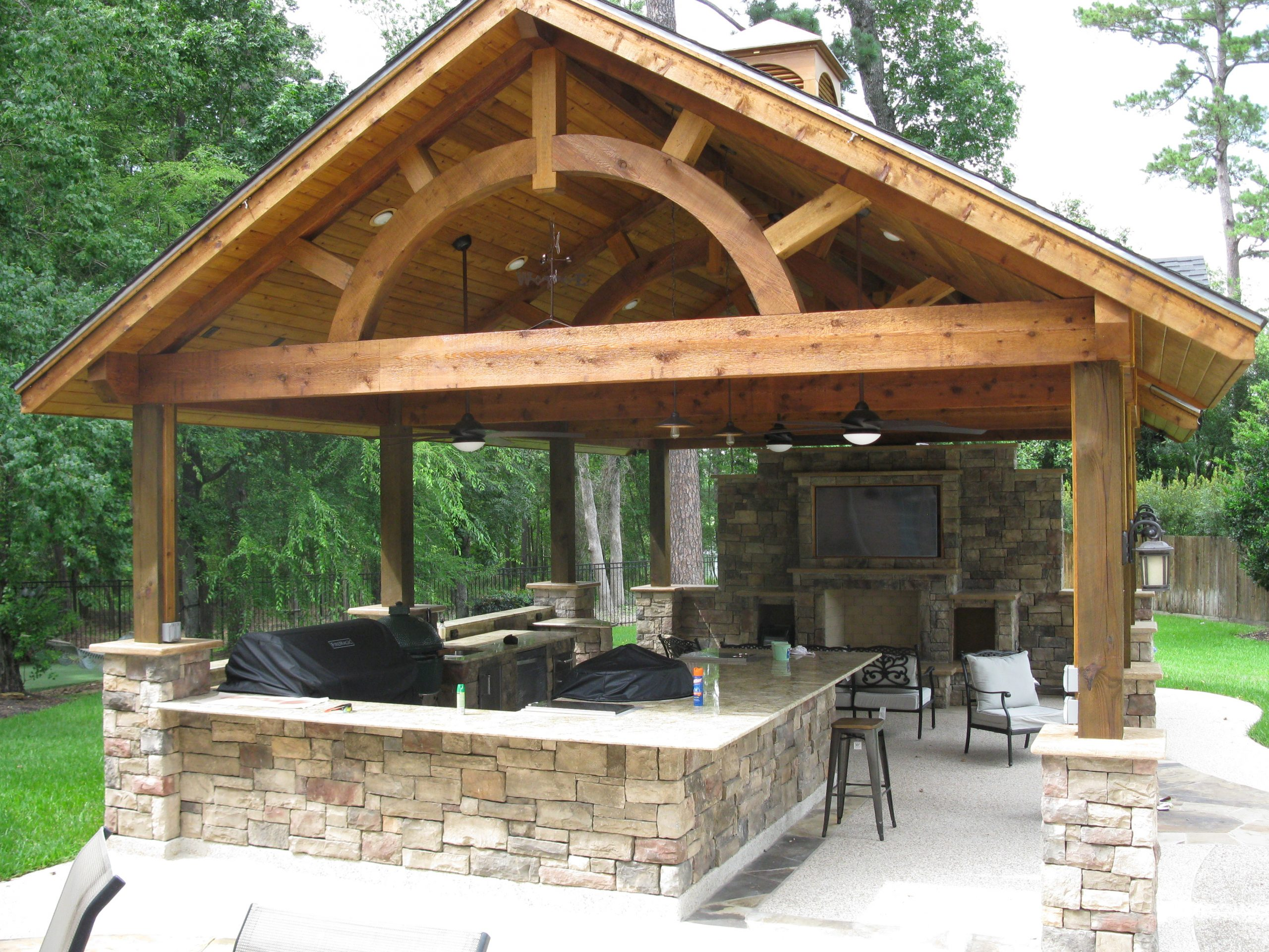 reliant-construction-custom-residential-outdoor-kitchen-cover